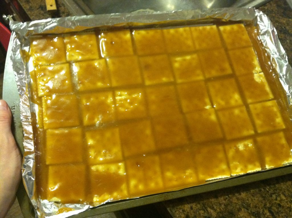 how to make easy saltine toffee #christmascrack
