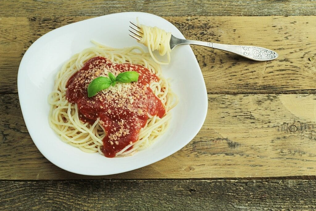 a plate of spaghetti - an inexpensive meatless meal idea